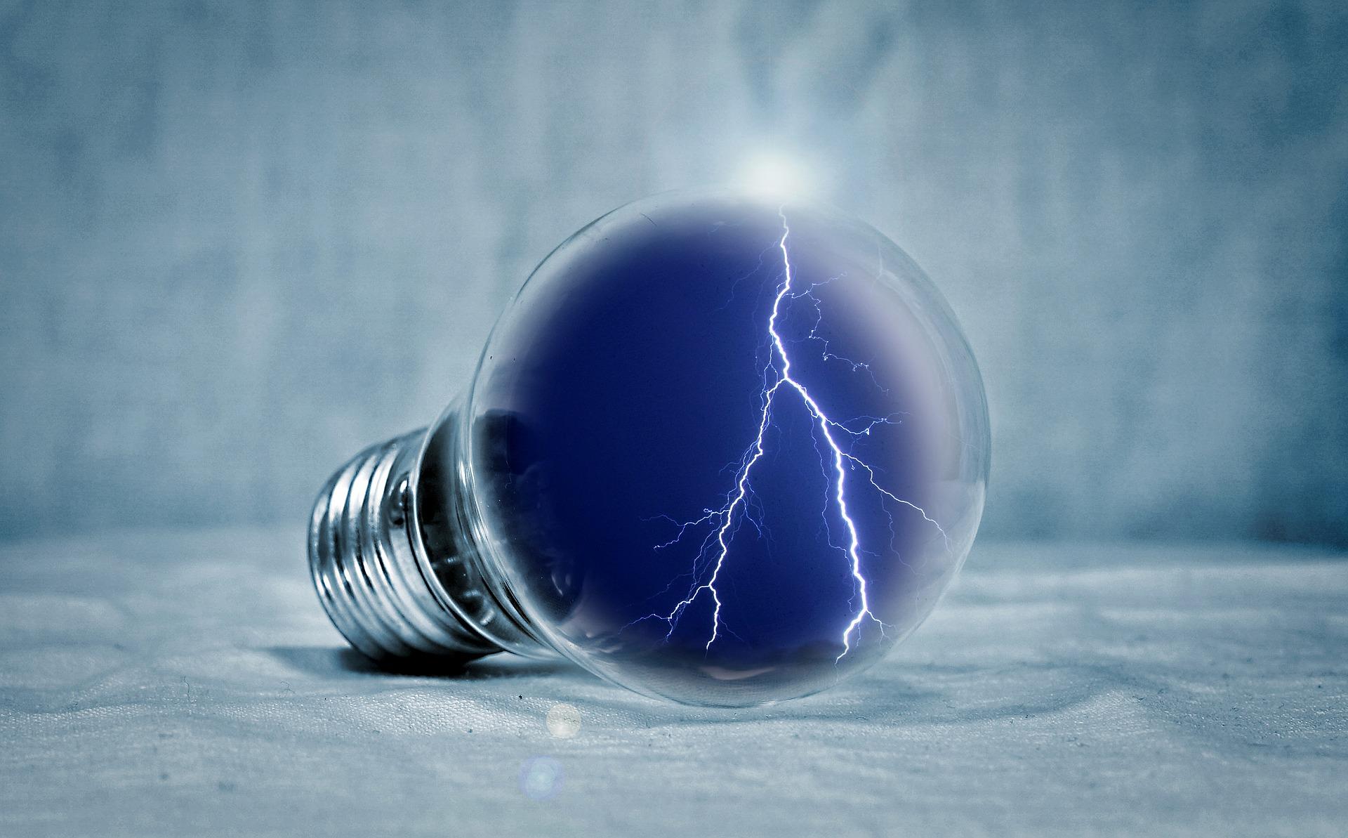 light-bulb-2577139_1920